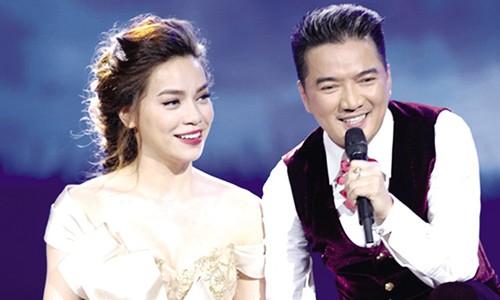 "Dam Vinh Hung dang bien minh thanh ""ba tam"" showbiz?"