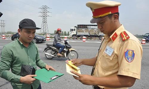 Cuc CSGT len tieng ve thong tin tang muc phat tu 1/8