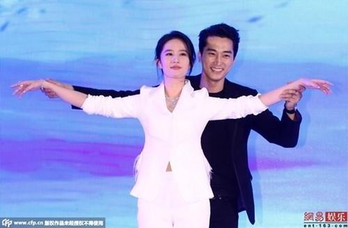 Ban re doi tu, lat tay nhau: Tro quen o showbiz Trung Quoc