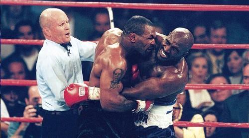 """Cau chuyen phia sau man """"cau xuc"""" lich su cua Mike Tyson-Hinh-2"""