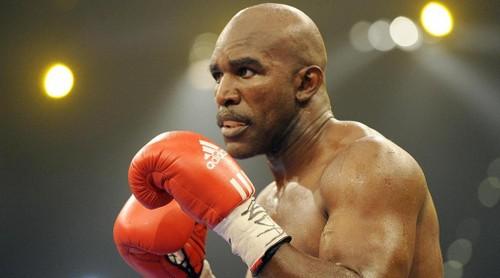 """Cau chuyen phia sau man """"cau xuc"""" lich su cua Mike Tyson-Hinh-3"""