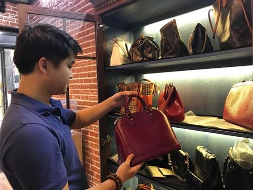 Bo luong ngan USD, chang trai 8x khoi nghiep danh giay, sua tui