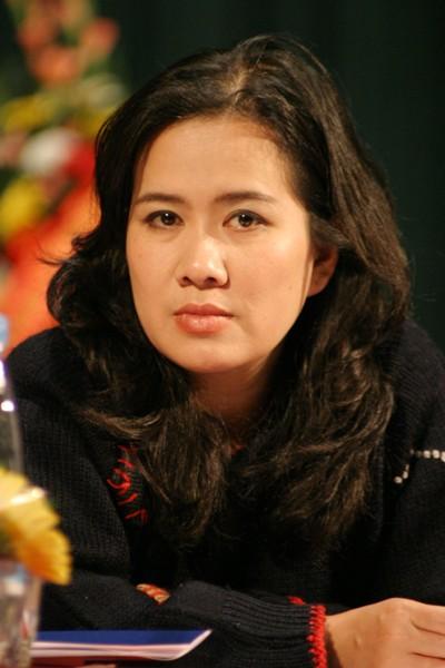 "Nha van Nguyen Thi Thu Hue noi gi ve tranh luan ""nay lua"" o Dai hoi"