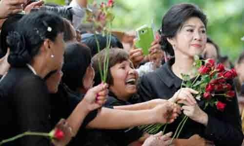 Nu cuu Thu tuong Thai Lan Yingluck Shinawatra: Hoa hong va song sat