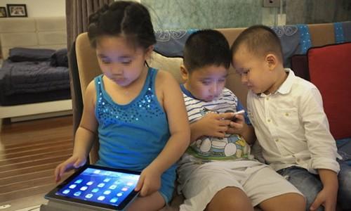 Ong chu Facebook con dan con roi smartphone, sao ta cu cam dau vo?