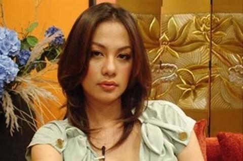 Sao Viet ron rang phan bua chu hieu: Lieu co dang buon?