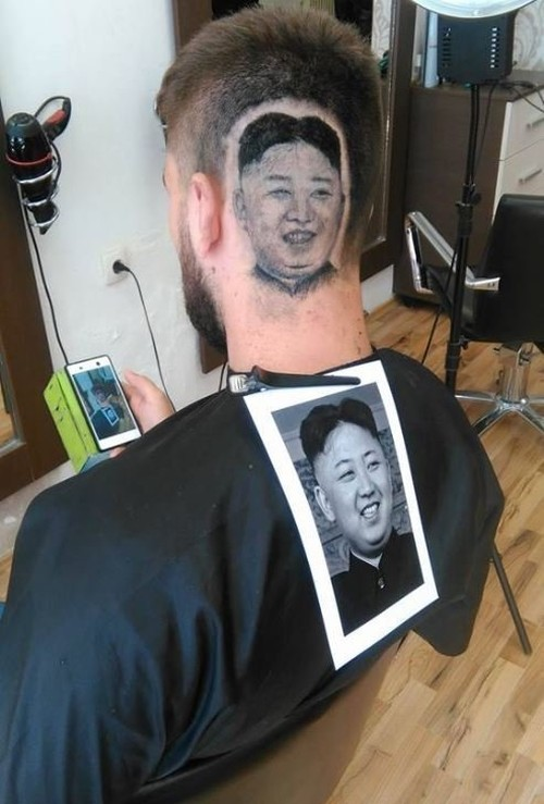 Cat toc ra hinh khuon mat Kim Jong-un tren dau khach