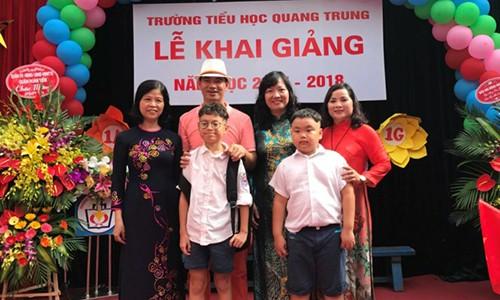 """Nghe si Xuan Bac: """"Toi khong ap luc con phai hoc gioi"""""""