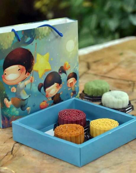 Chi em cong so hot bac mua Trung thu nho banh handmade-Hinh-2
