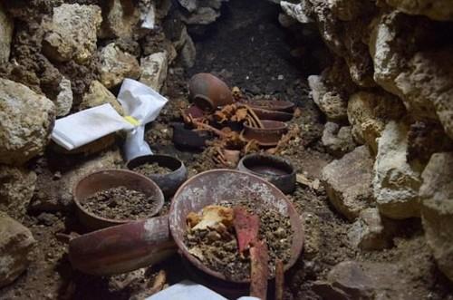 Tim thay mo vua Maya 1.700 nam cung mat na ngoc cuc dep