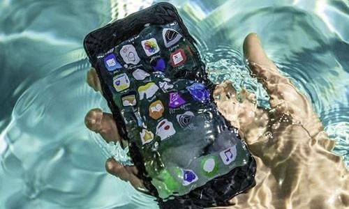 Meo xu ly khi smartphone bi vao nuoc