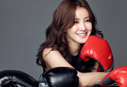 Qua cuoi hoanh trang chong doanh nhan tang cho Lee Si Young