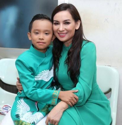 Ho Van Cuong lot xac sau 2 nam tu san khau Viet Nam Idol nhi-Hinh-2
