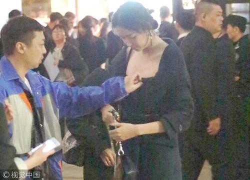 Hoa hau Trung Quoc dep nhat The gioi bi tro ly nam dung cham-Hinh-2