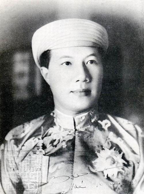 Ai khien vua Bao Dai chap nhan cuoc hon nhan mot vo mot chong?