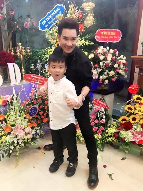 Hat mung dai gia Quang Ha duoc fan tang manh dat-Hinh-2