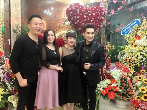 Hat mung dai gia Quang Ha duoc fan tang manh dat-Hinh-3