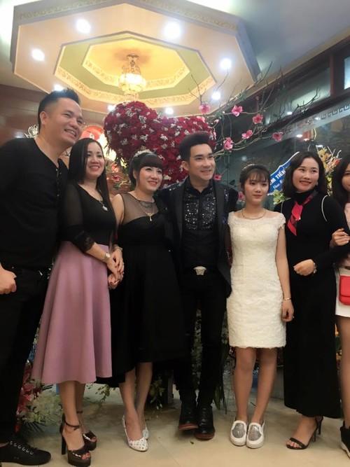 Hat mung dai gia Quang Ha duoc fan tang manh dat-Hinh-4