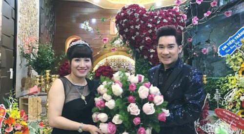 Hat mung dai gia Quang Ha duoc fan tang manh dat