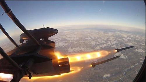 Xem truc thang Ukraine ban rocket 80mm du doi