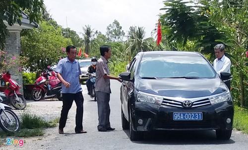 Cuu Bi thu Hau Giang noi ve xe bien xanh du tiec o Huynh phu duong