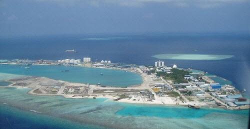 Chet soc voi hon dao toan rac phia sau thien duong Maldives-Hinh-2
