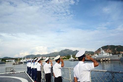 Chien ham Dinh Tien Hoang len duong di Singapore duyet binh-Hinh-2