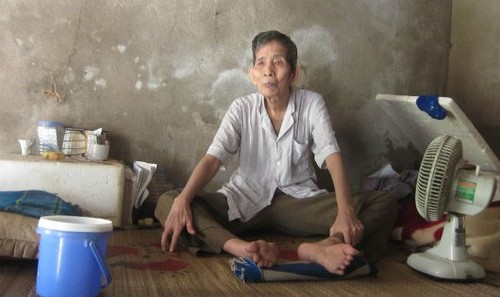 """La lung """"di nhan"""" 20 nam khong buoc chan xuong giuong"""