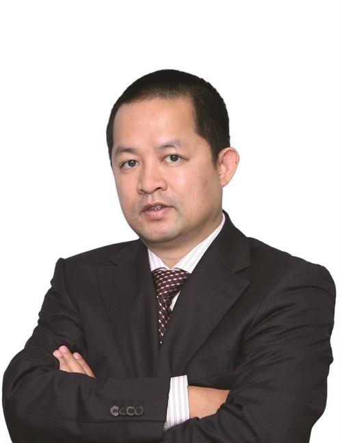 Chan bat lap nghiep va gia dinh 4 con trai cua Truong Dinh Anh