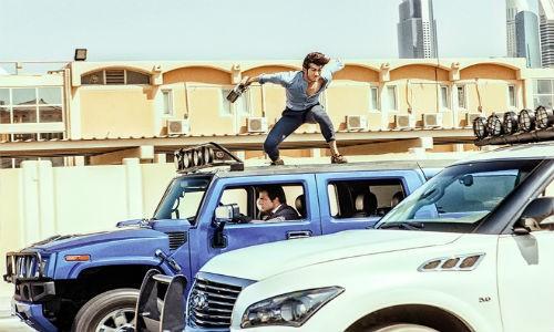 Thanh Long pha huy hon 70 sieu xe o Dubai de lam phim