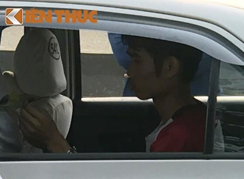 Giay phut kinh hoang tai xe taxi bi cuop siet co o Sai Gon-Hinh-6