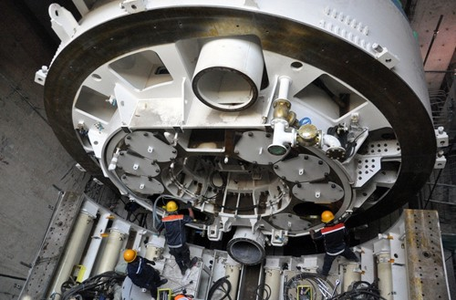 Can canh robot khong lo dang dao Metro o trung tam Sai Gon-Hinh-2
