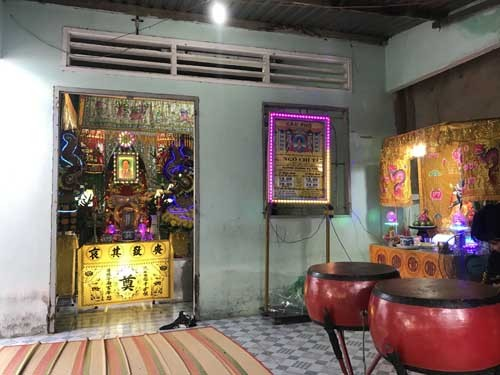 Den Cong an phuong lam viec, dung day thun siet co tu sat