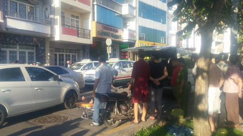 TP.HCM: Bat thuong nguoi dan ong chet ngoi tren xe may-Hinh-2