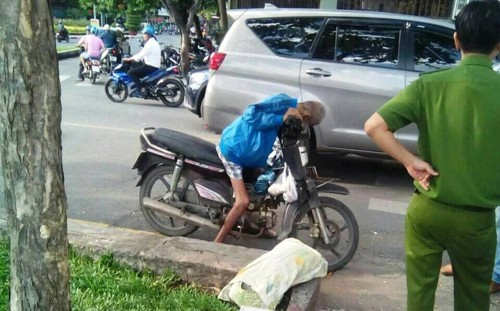 TP.HCM: Bat thuong nguoi dan ong chet ngoi tren xe may