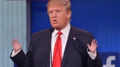 "Dan mang ""soi"" cach cam coc uong nuoc cua Trump-Hinh-2"