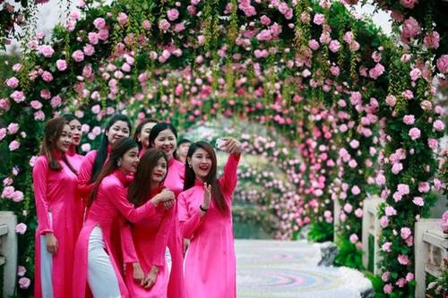 Yeu cau bao cao ve Le hoi hoa hong Bulgaria