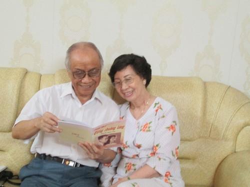 Chuyen tinh dep kho tin: Cap uyen uong 80 tuoi van giu duoc lua