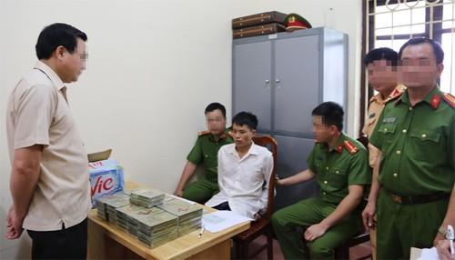 """Cuu van"" van chuyen 52 banh heroin gia 100 trieu sa luoi-Hinh-2"