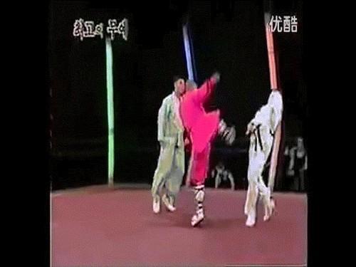 MMA: Tuy Quyen dau Karate, gia say bi danh cho say that