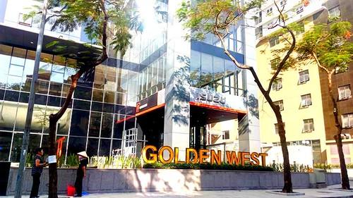 Cu dan buc xuc to hang loat sai pham cua chung cu Golden West