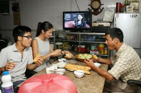 HH My Linh, Thu Thao cat-se cao ngat van o nha don so-Hinh-11