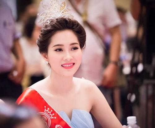 HH My Linh, Thu Thao cat-se cao ngat van o nha don so-Hinh-13