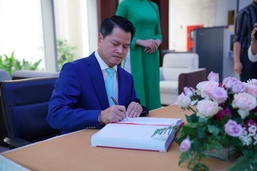 Dai gia Ngo Chi Dung co bao nhieu tien sau khi VPBank len san?