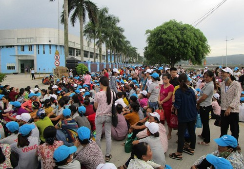 Khong duoc de xe trong cong ty, 8.000 cong nhan dinh cong-Hinh-2
