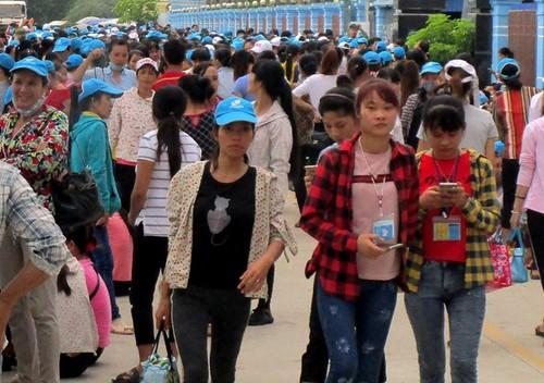 Khong duoc de xe trong cong ty, 8.000 cong nhan dinh cong