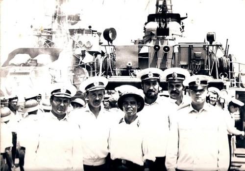 Ảnh kỷ niệm của Hải quân Liên xô – Việt nam trên tầu quét mìn Tral