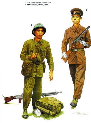 Sĩ quan Việt Minh ở Hà Nội năm 1954 (trái) và sĩ quan Quân đội Nhân dân Việt Nam ở Hà Nội năm 1955 (phải).