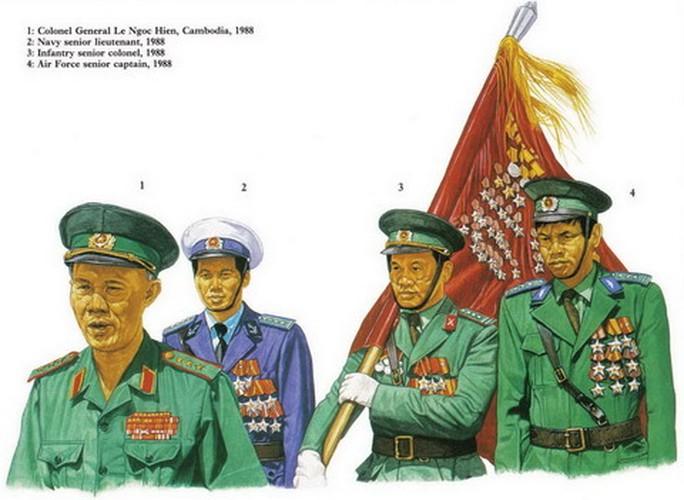 Từ trái qua phải: Thượng tướng Lê Ngọc Hiền; Thượng uý hải quân; Thượng tá lục quân; Thượng tá không quân năm 1988.