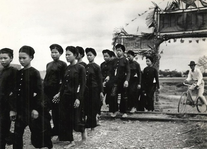 Can canh giay phut chuyen giao quyen luc o HN ngay 10/10/1954-Hinh-12